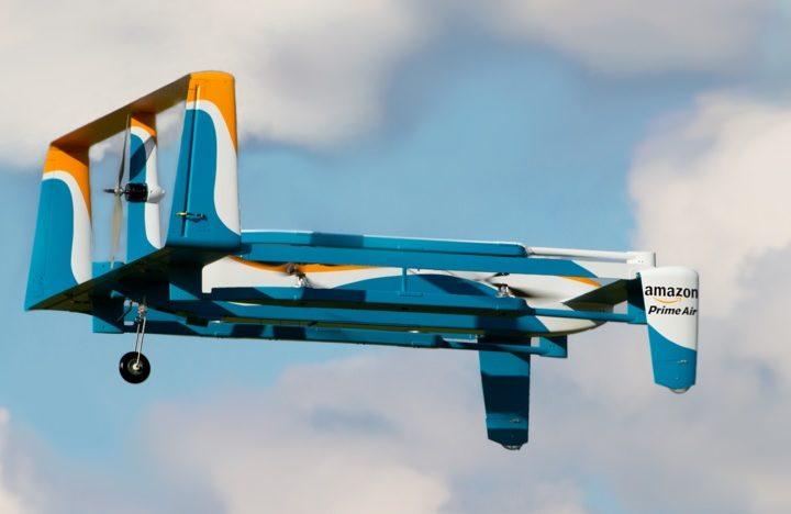 Компания Amazon представила снимки и видео с прототипом своего нового гибридного дрона для доставки заказов